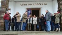 O Concello de Barreiros celebrou unha concentración e gardou un minuto de silencio en recordo das víctimas da Violencia de Xénero. Os actos foron secundados polos veciños, veciñas e traballadores municipais.