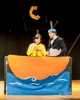A obra musical A nena e o grilo nun barquiño, da compañía de teatro de Magín Blanco, chega este sábado a Burela. Representarase a partir das 17:30 horas na Casa da Cultura.