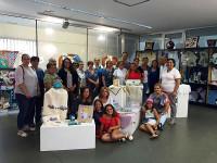 Na Casa da Cultura, de San Ciprián, pódese visitar ata o 28 de agosto unha exposición de manualidades feitas por mulleres que participaron nun curso organizado pola asociación As Espalladoras.