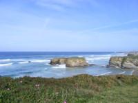 Apaga vai editar unha publicación turística do norte da provincia de Lugo en inglés para distribuír nos países que visitan con motivo das súas viaxes formativas.
