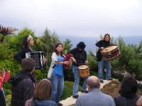 A música de raíz de Habelas Hainas amenizará a queimada do venres, 14 de agosto, no Cámping Gaivota, en Barreiros.