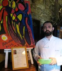 El restaurante La Solana, de Ribadeo, organiza el 20 de diciembre la sexta cena a beneficio de Cáritas. Durante la velada de sorteará un cuadro realizado por los asistentes a una charla de la artista Mariángel Leal, que tuvo lugar en Terra Branca.