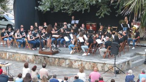 O auditorio ao aire libre de Cabanela, en Ribadeo, acollerá o 20 de agosto o xa tradicional concerto churrascada da Banda de Música Municipal de Ribadeo.
