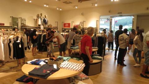 Esprit inauguró instalaciones en Viveiro, en la plaza de Lugo. Es la segunda tienda con la que cuenta esta firma alemana en A Mariña.