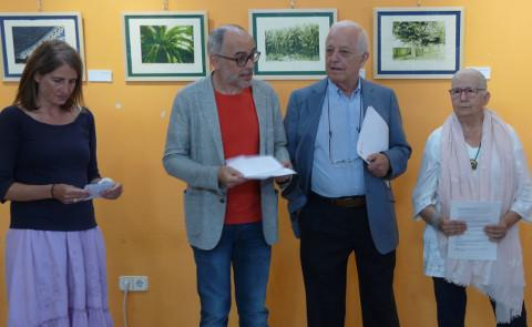 """Ata o 21 de agosto pódese visitar na Oficina de Turismo de Ribadeo a mostra """"Lembranzas"""" de Marta L. Acevedo. Está composta por litografías con paisaxes da zona."""